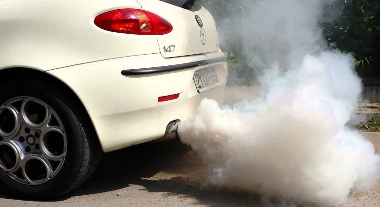 Inhalar humo negro del escape trae graves consecuencias