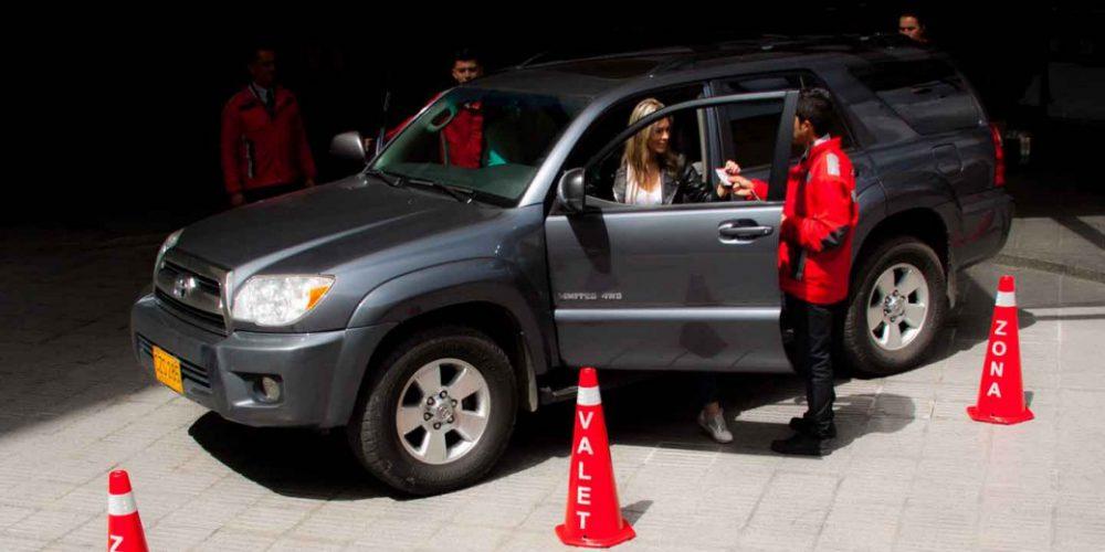 Esto es lo que hacen los del valet parking con tu auto y no sabías