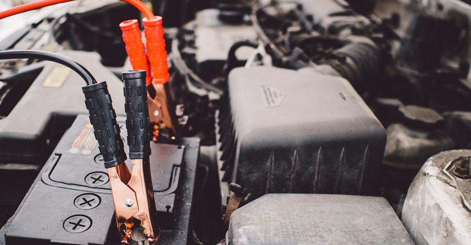 La vida útil de la batería de tu auto se reduce con el calor