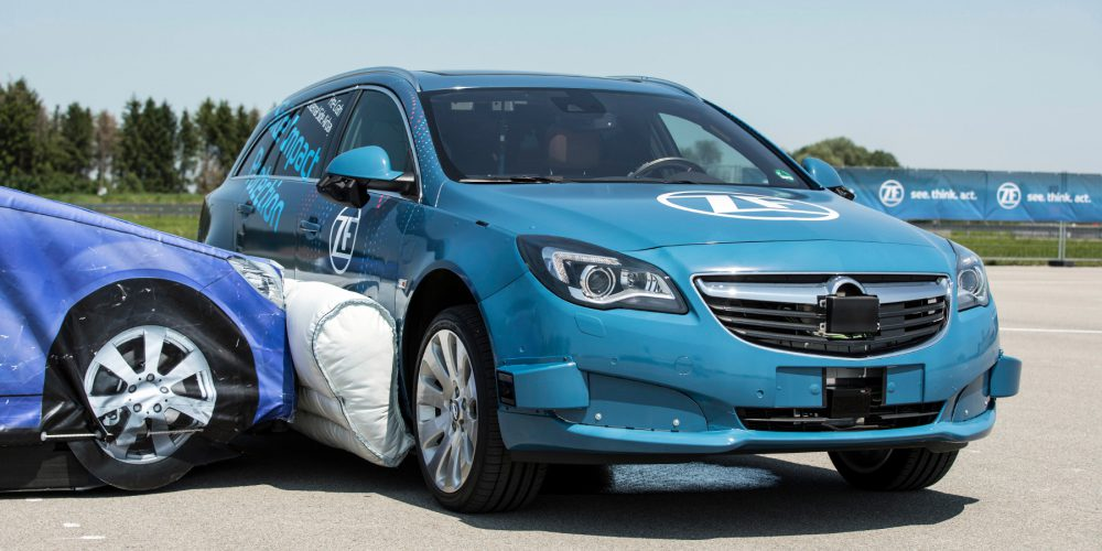 ZF muestra bolsa de aire lateral para vehículo