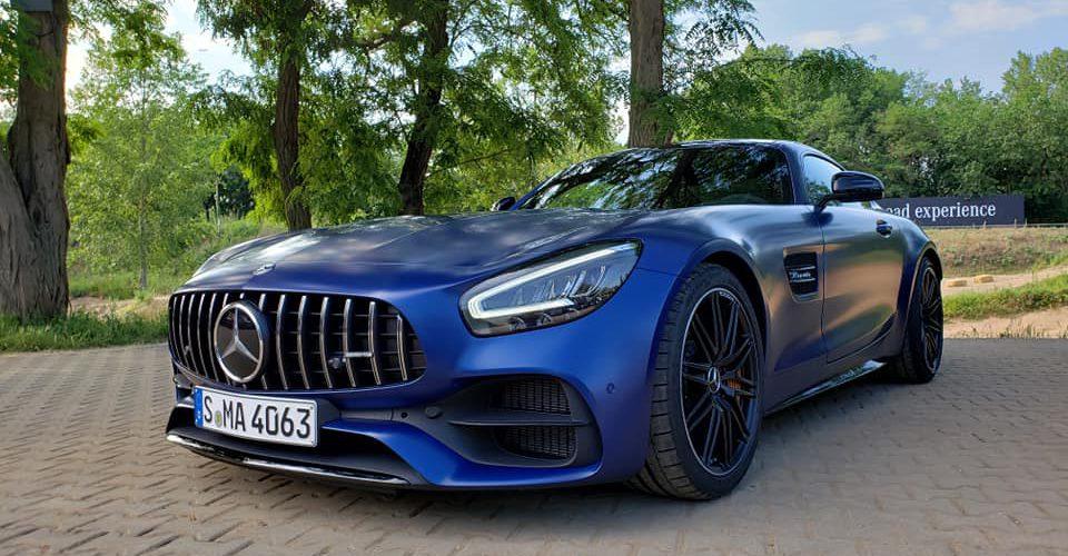 Camino al museo de Mercedes-Benz en AMG GT C Coupé…