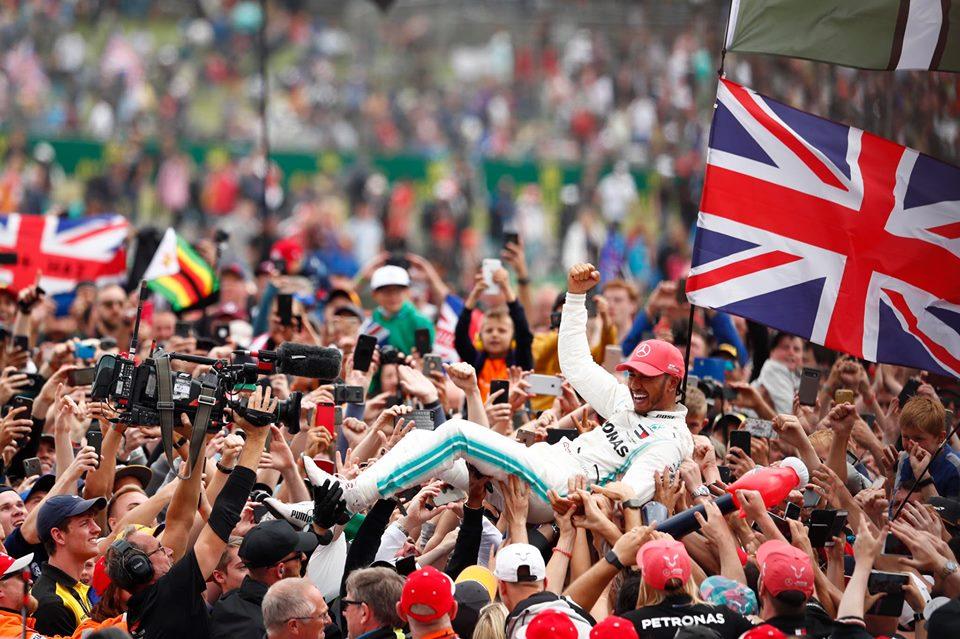 Hamilton gana en casa y consigue la vuelta rápida