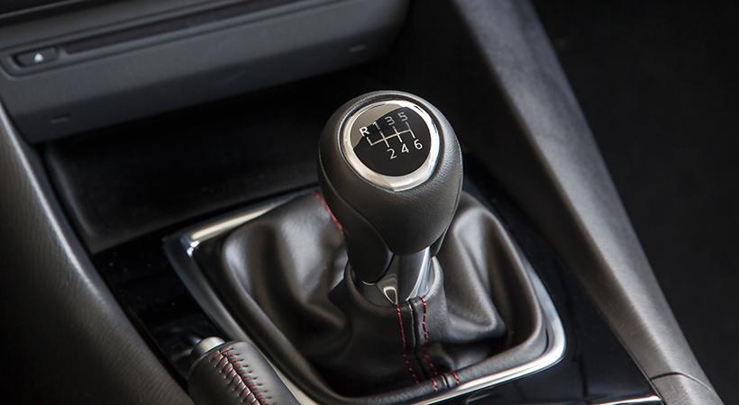 Consejos para manejar un auto con transmisión manual