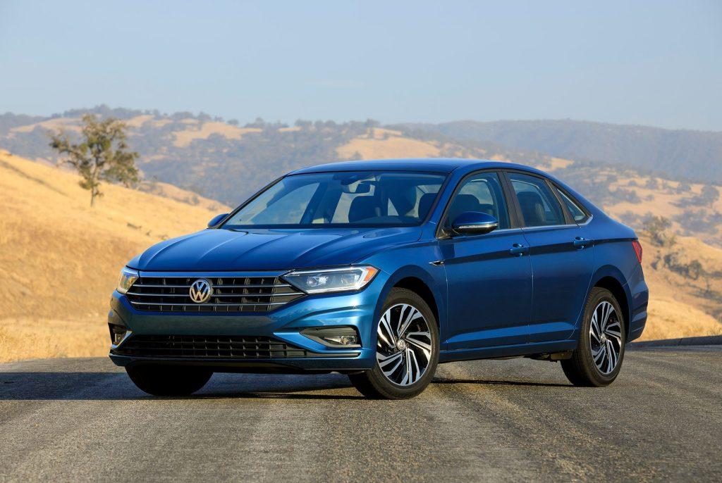 Volkswagen coloca 2,377 unidades en  julio del Jetta