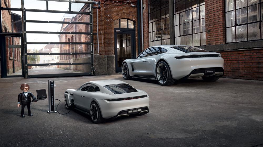 Porsche y Rex Dasher conduce el Mission E con Playmobil