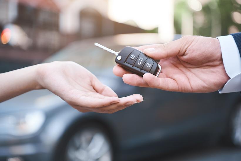Venta de vehículos ligeros cae 8.9% en octubre