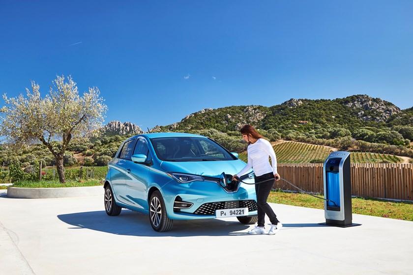 El Renault ZOE 2019 se electrifica al 100% y ahora logra 395 km de autonomía