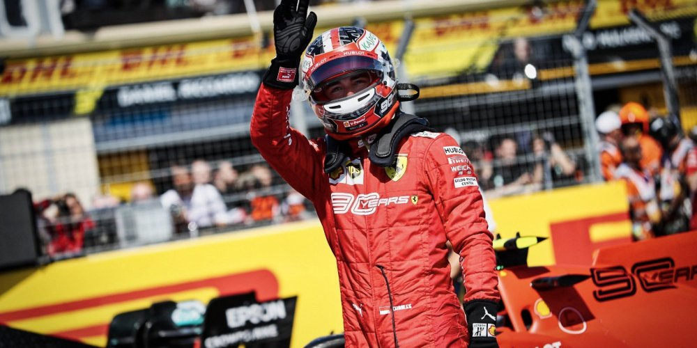 Leclerc consigue la pole en un increíble y caótico final de clasificación