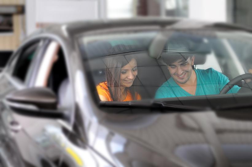 ¿Cómo se hace el cambio de propietario de un auto?