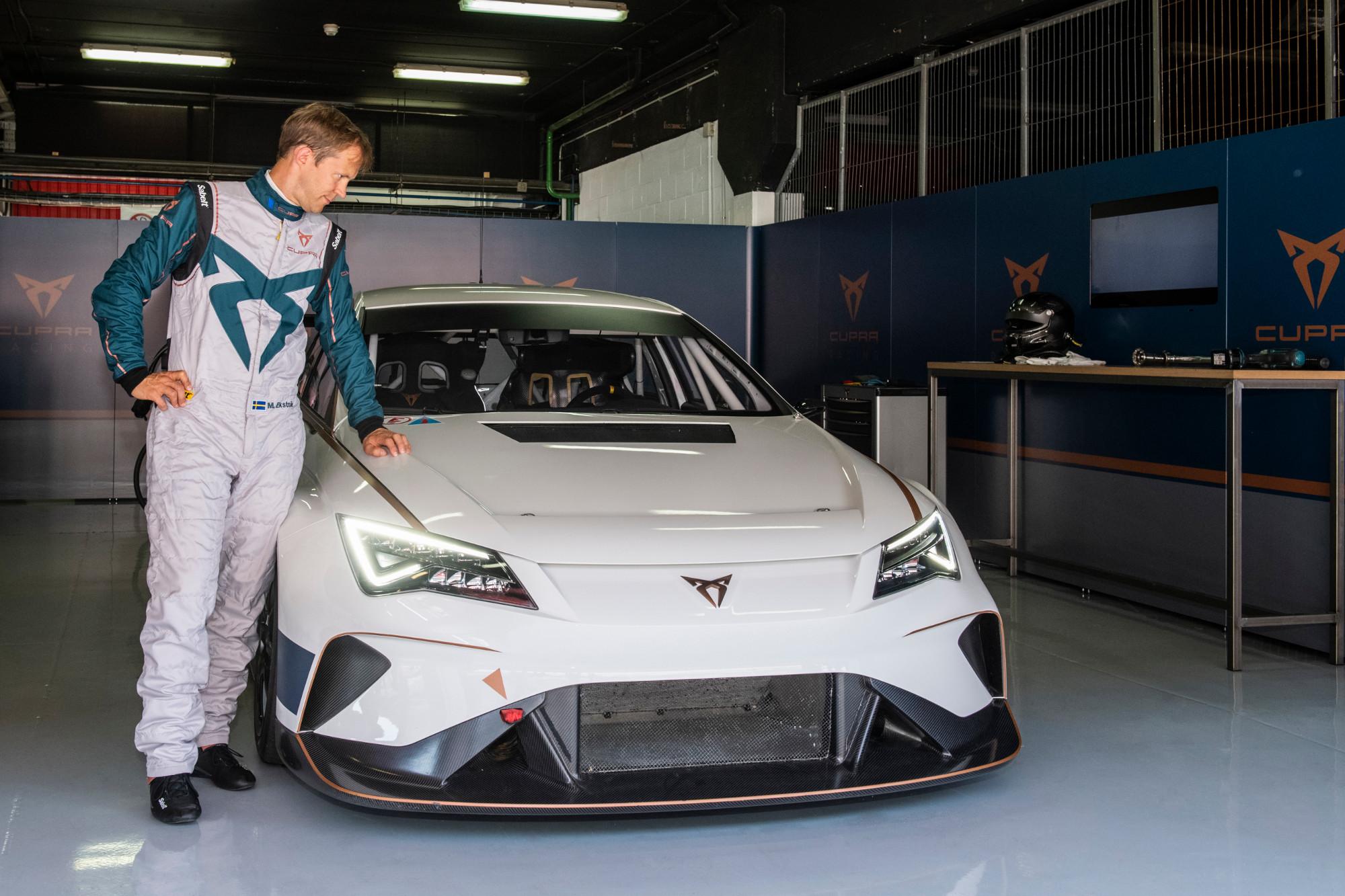 Mattias Ekström, prueba por primera vez el CUPRA e-Racer