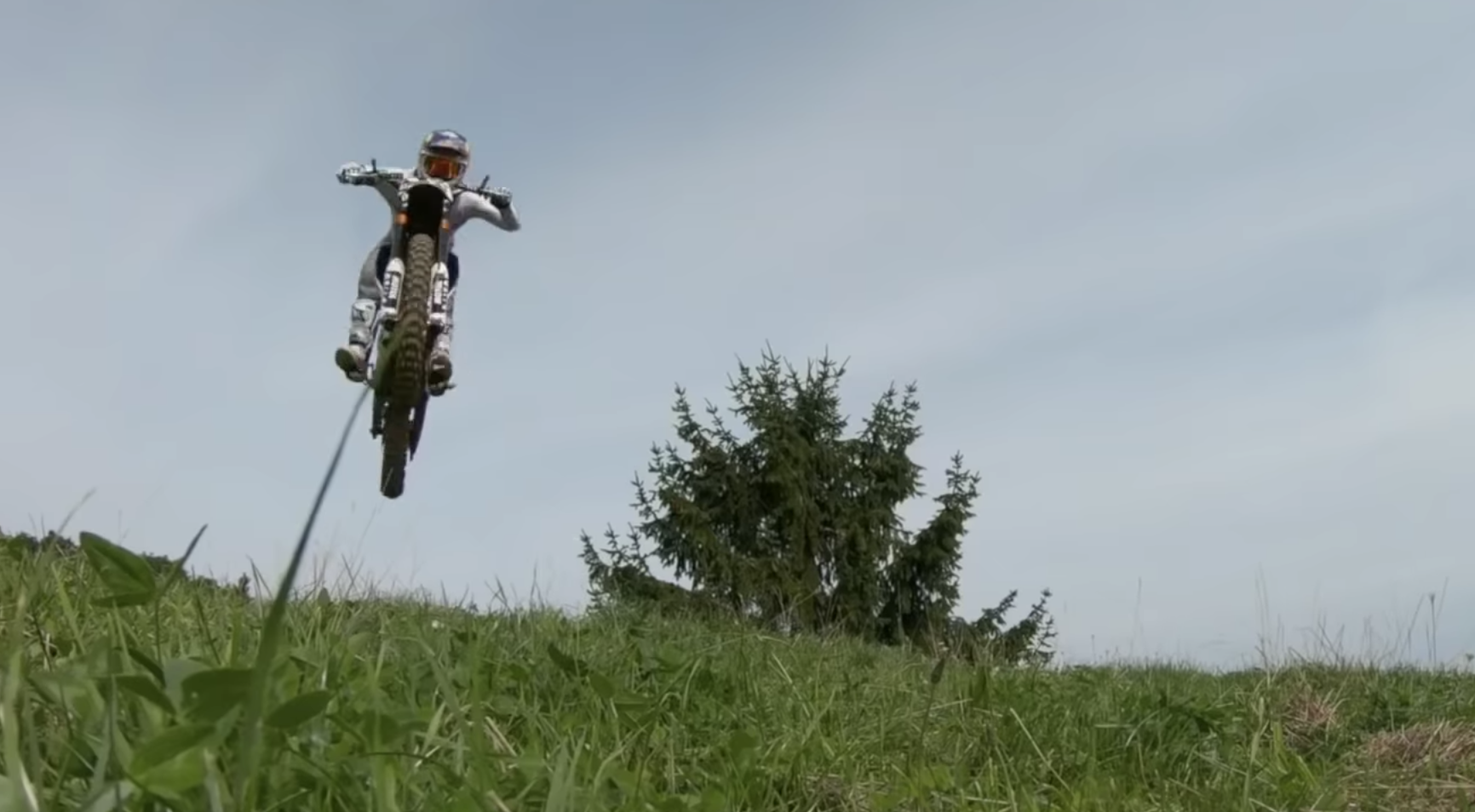 ¿Motocross freestyle con motos eléctricas? El impactante video de Red Bull