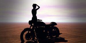 Por qué tener una novia motociclista es genial si amas las motos
