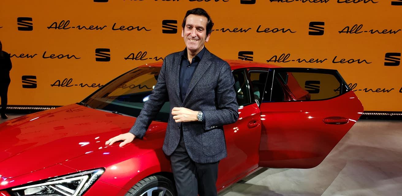 SEAT Leon 2021-Barcelona-Presentacion-oficial-2020-Alejandro Mesonero Omega Moonwatch slider