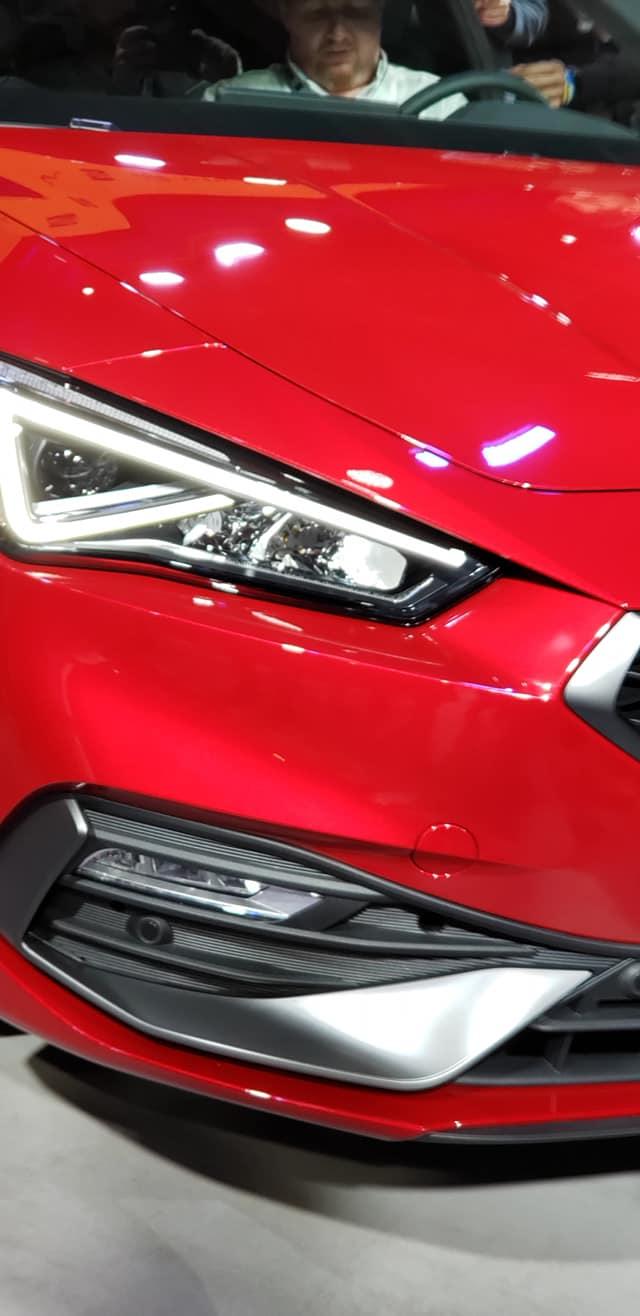 SEAT Leon 2021-Barcelona-Presentacion-oficial-2020-luz delantera