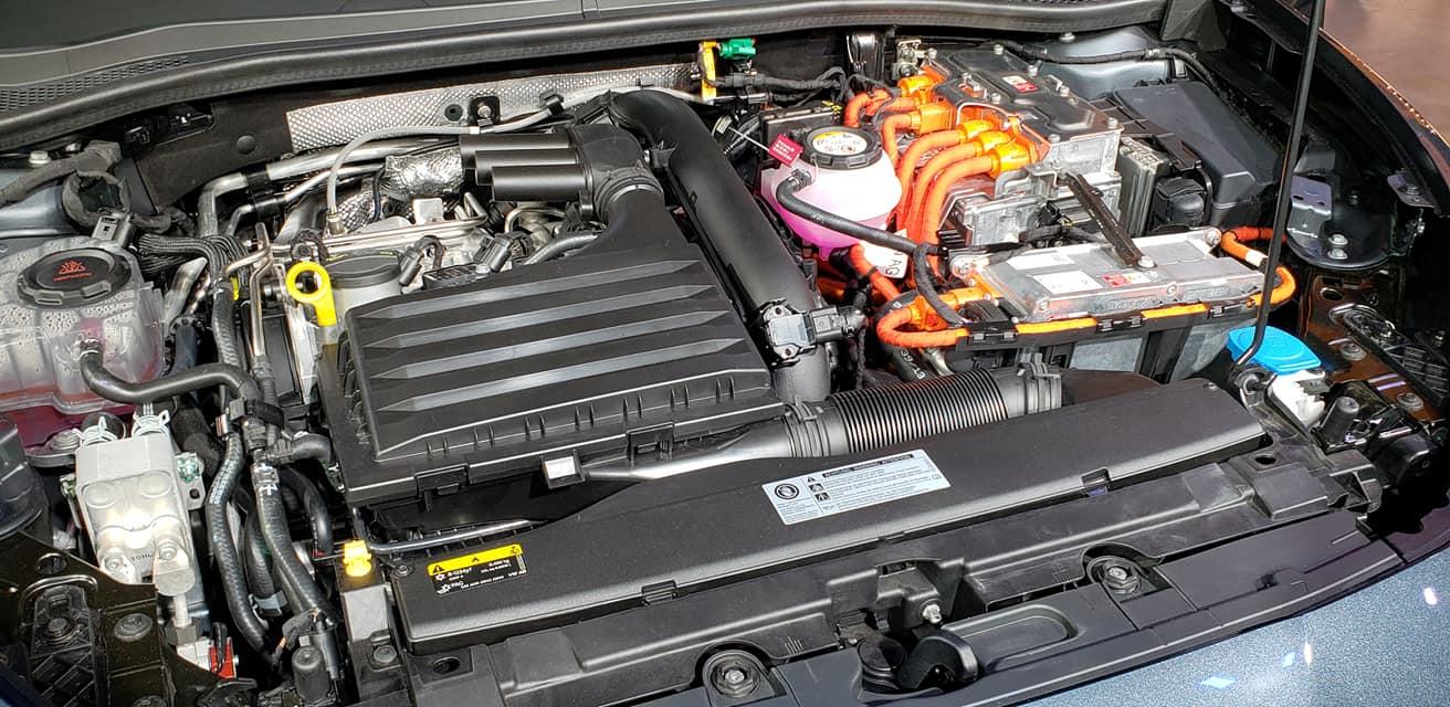 SEAT Leon 2021-Barcelona-Presentacion-oficial-motor hibrido enchufable