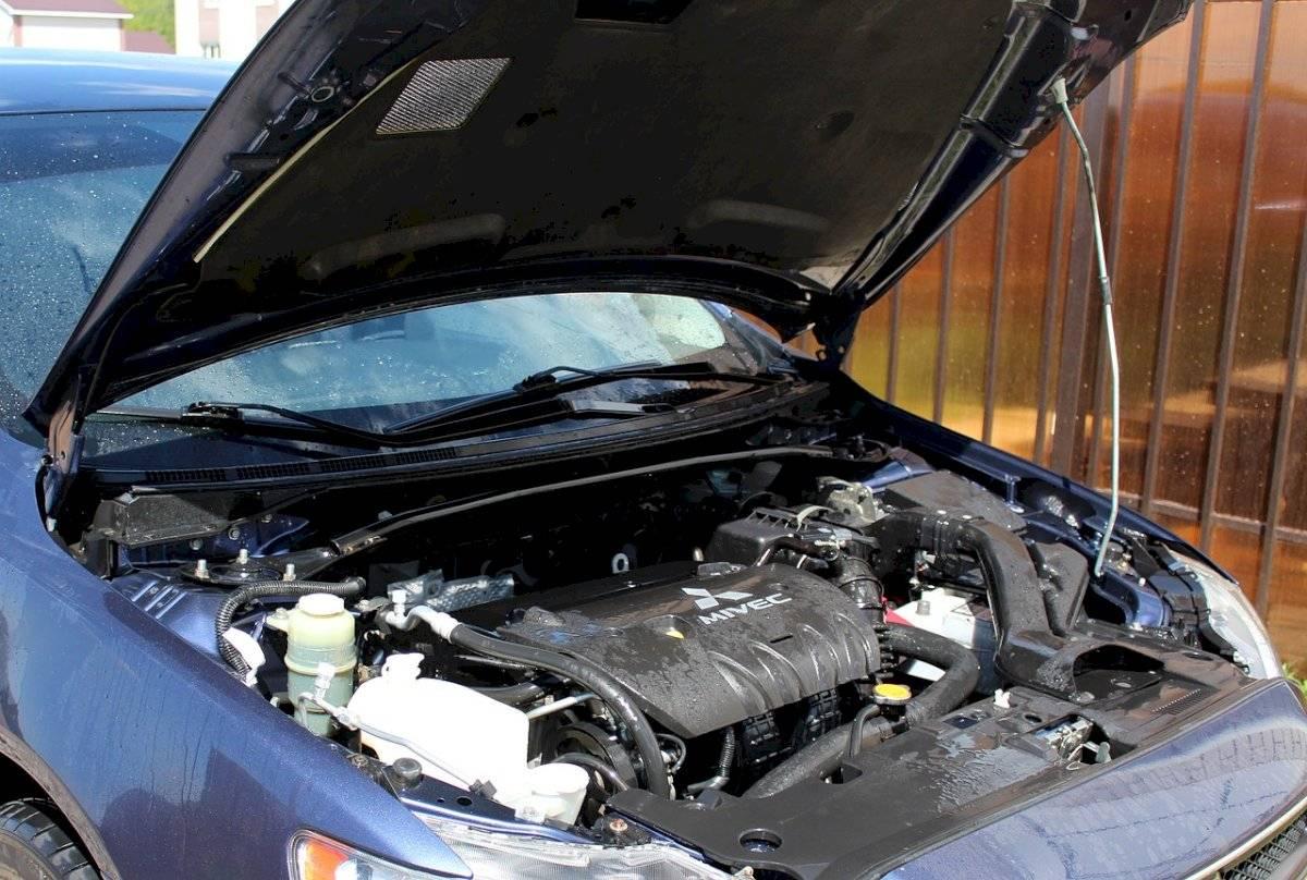 ¿Agua o anticongelante para absorber el calor del motor?