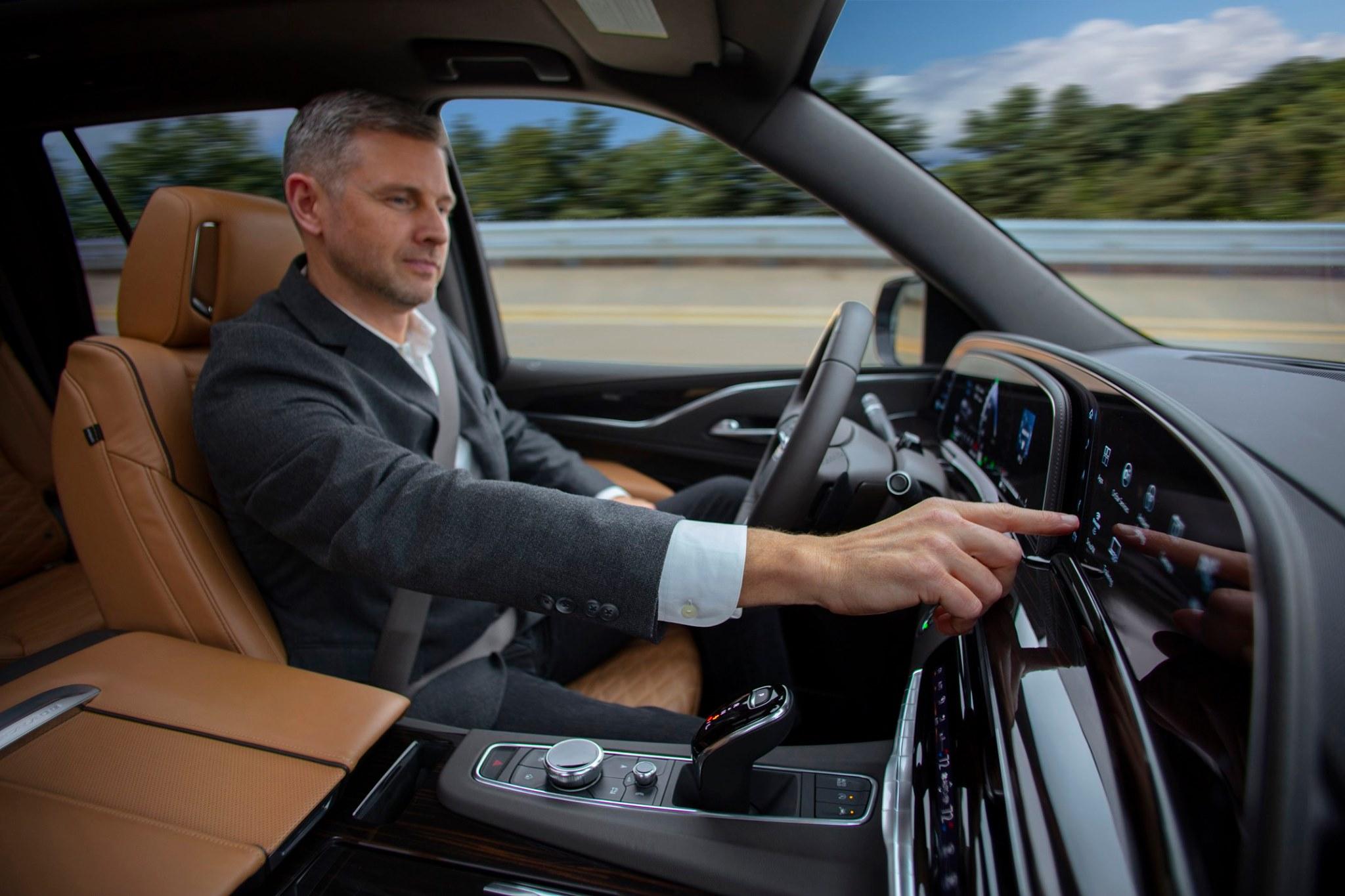 Cadillac Escalade 2021-quinta generacion-piloto