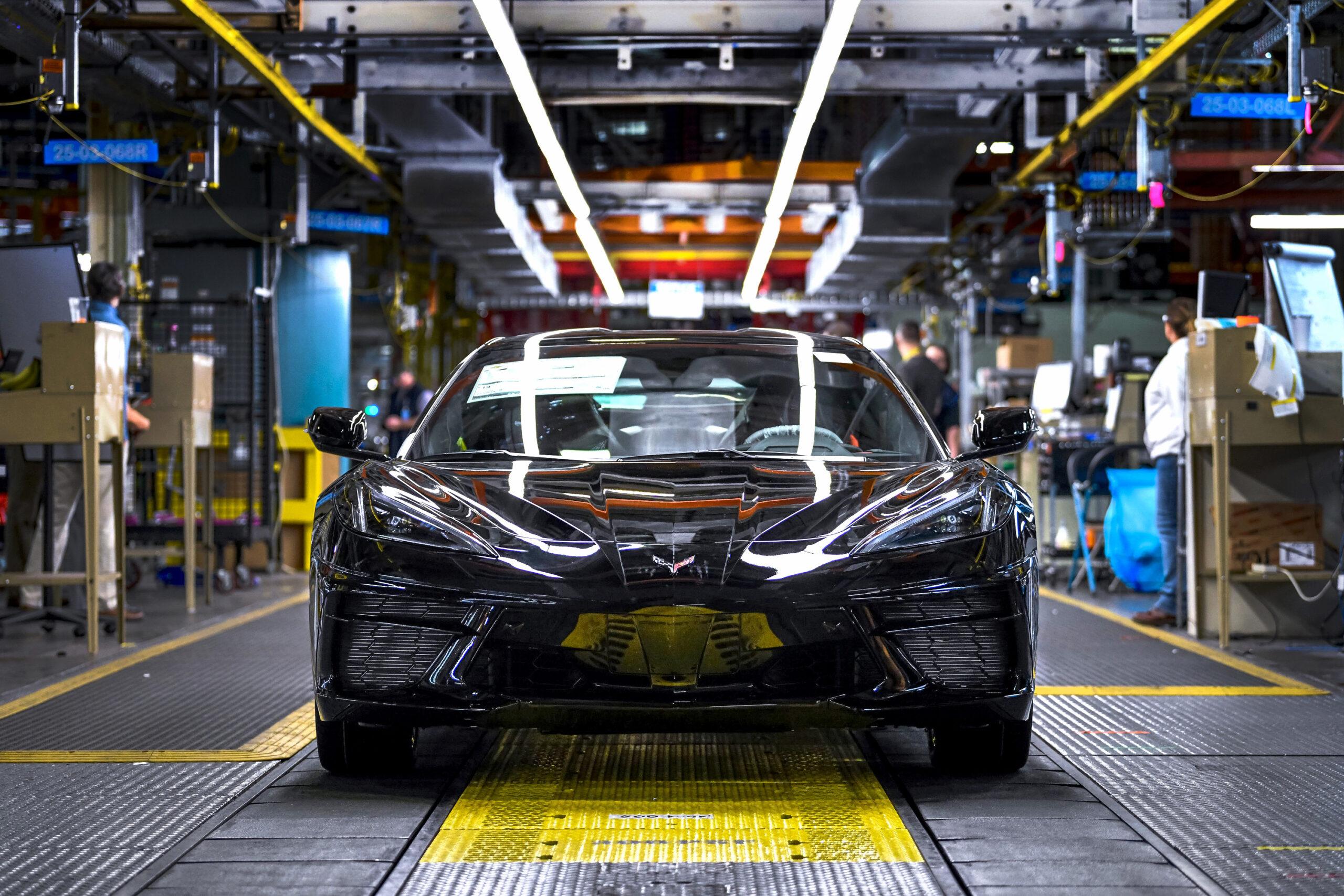Sale de la línea de producción el primer Chevrolet Corvette