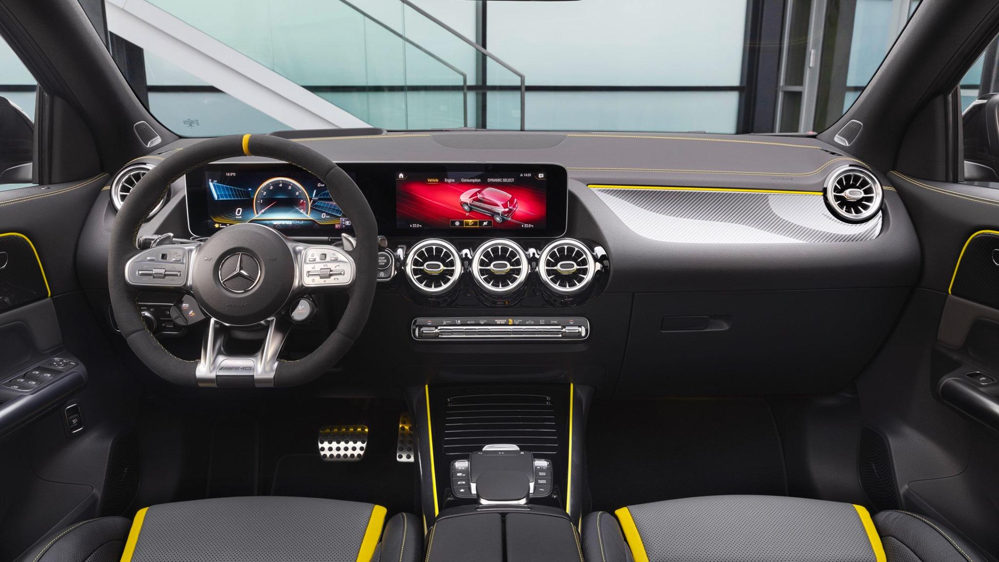 Mercedes-AMG GLA 45 INTERIORES