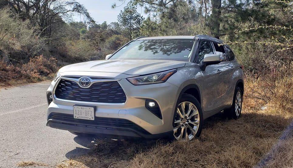 Te conviene hacer prueba de manejo a Toyota Highlander 2020