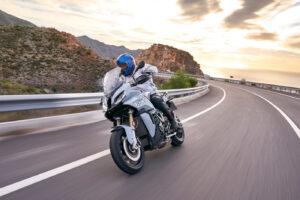 BMW S1000XR 2020, más ligera y versátil