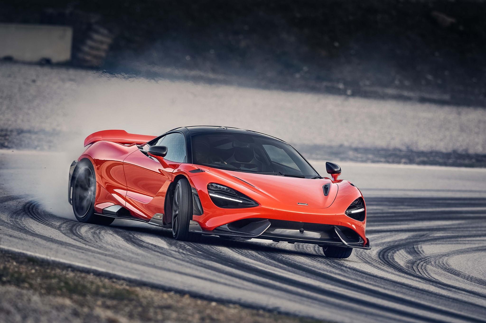 McLaren 765LT pesa los de un Toyota Corolla, pero...