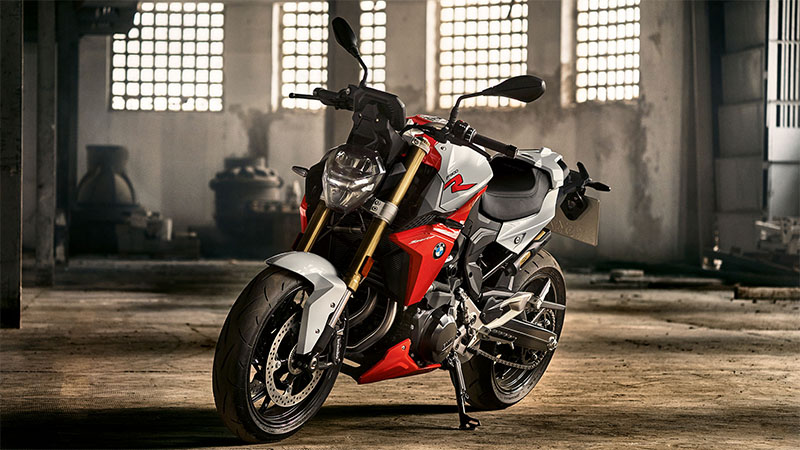 Ducati Monster 821 vs Aprilia Shiver 900 vs BMW F900R