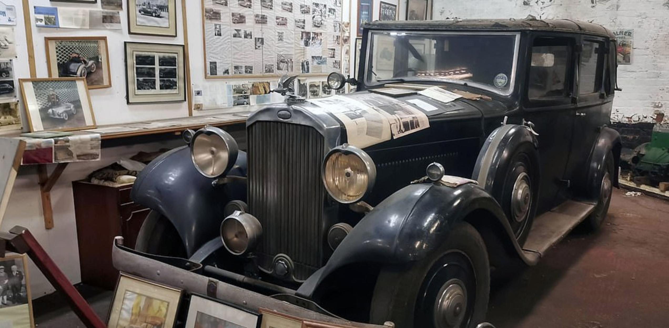 Coleccionista venderá sus autos clásicos, ¡que pertenecían a la realeza!