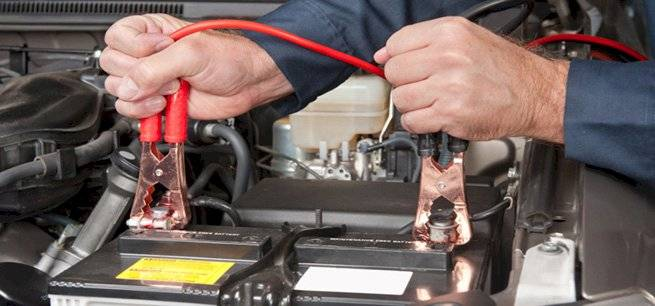 Tips básicos para cargar la batería del coche