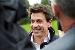 Toto Wolff compra acciones en Aston Martin