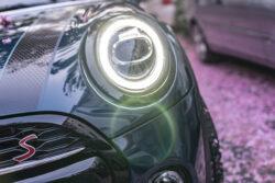 cómo limpiar los faros del auto con pasta de dientes