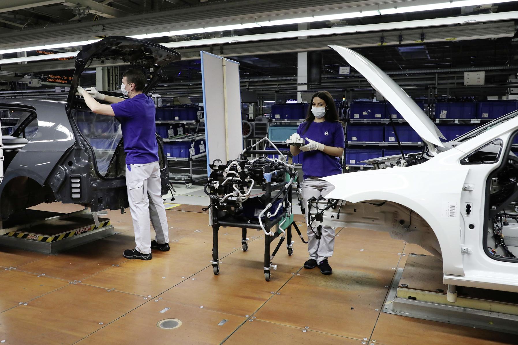 Volkswagen reiniciará producción en México en mayo