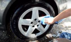 Cómo pulir y limpiar los rines del auto