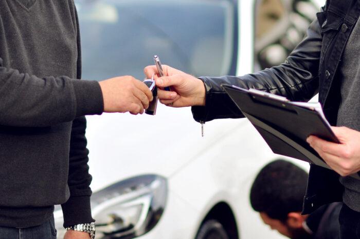 Cómo se hace el cambio de propietario de un auto