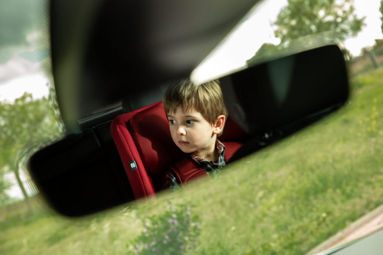 Niños en el auto deben ir en un lugar en específico según su edad