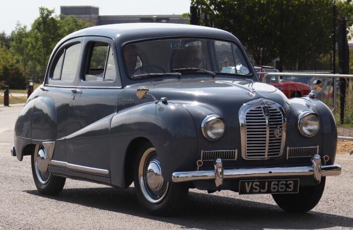 Historia_de_Nissan_1954_Austin