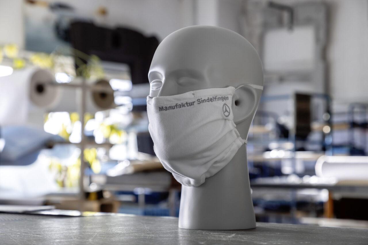 Mercedes-Benz fabrica cubrebocas para sus empleados