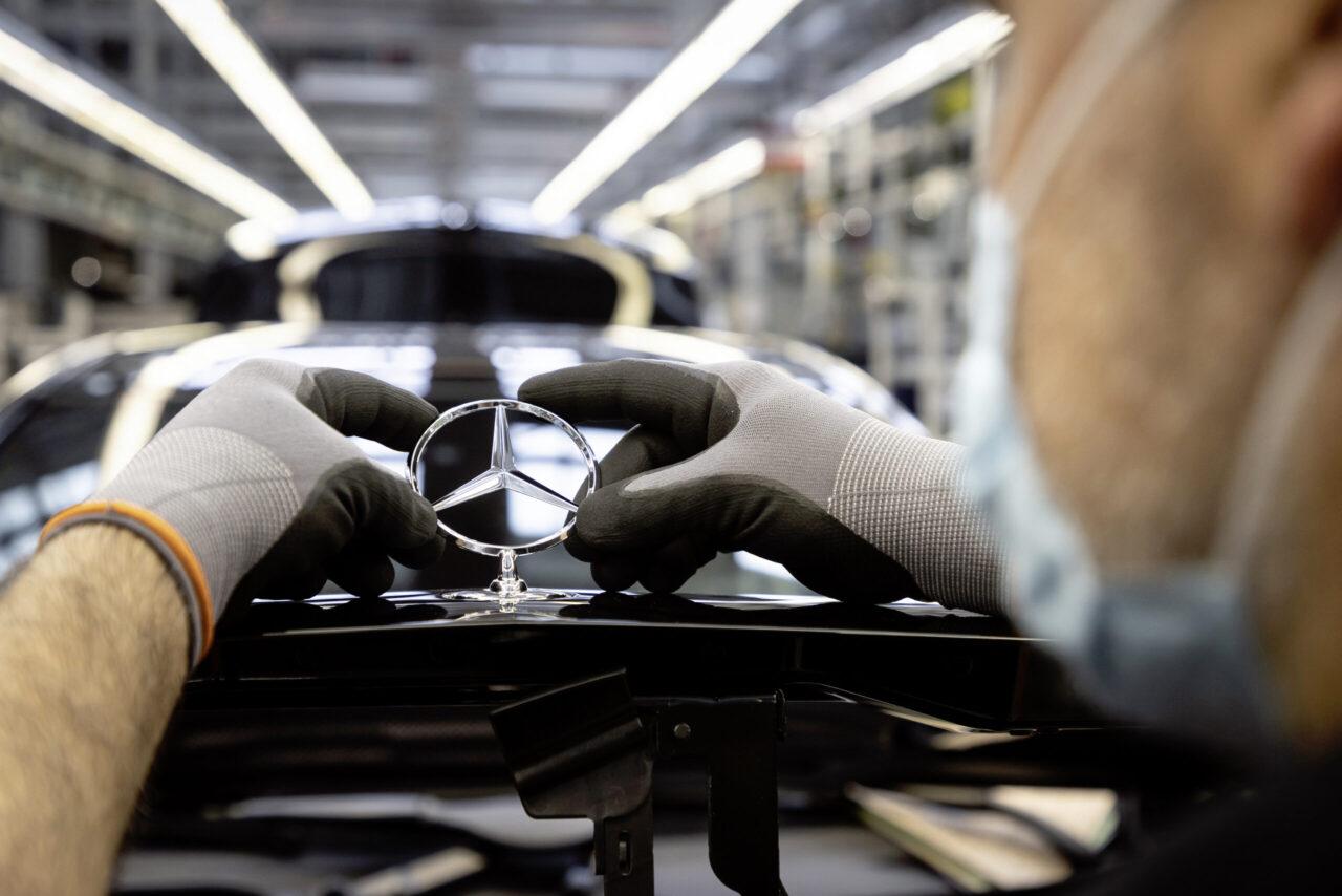 Poco a poco… Mercedes-Benz reinicia producción