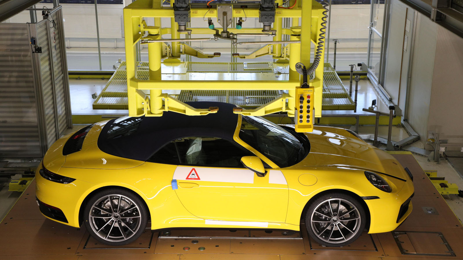 Porsche permitirá a sus clientes ver su propio auto desde la línea de producción