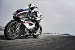 4 motocicletas con fibra de carbono
