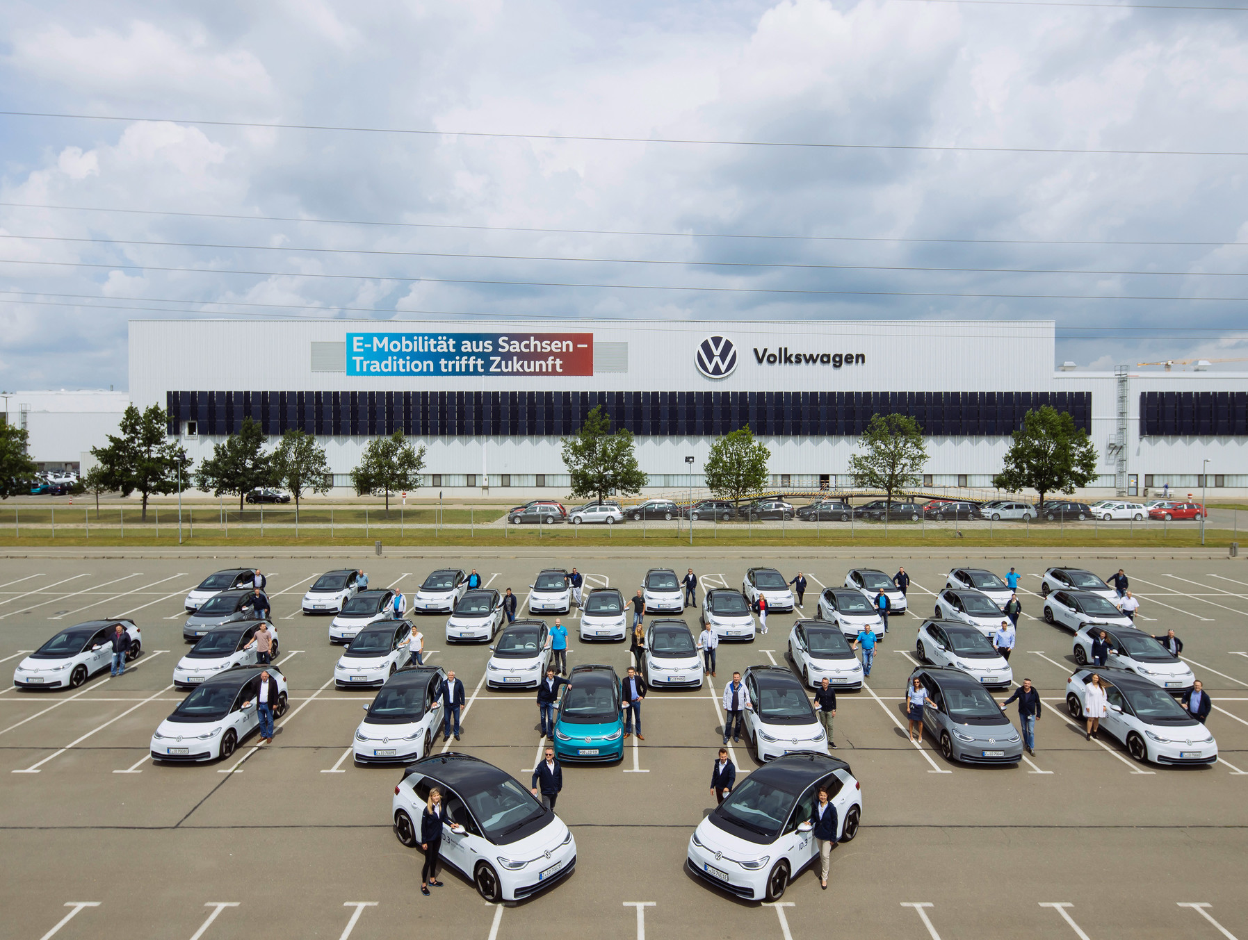 Empleados de Volkswagen inician la prueba del ID.3