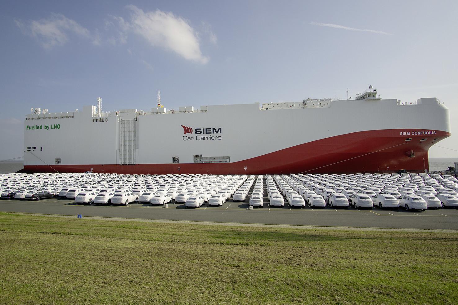 Volkswagen envía sus vehículos en carguero GNL