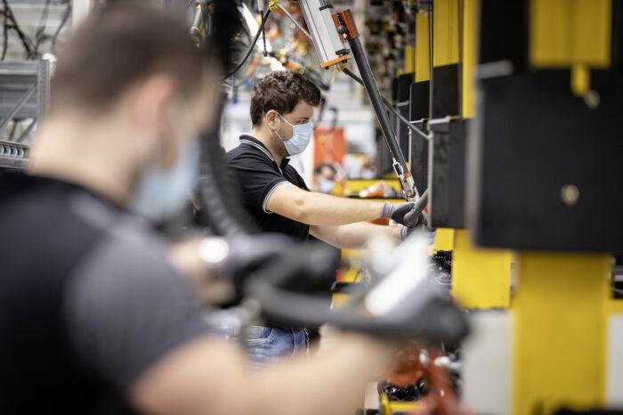 Mercedes-Benz reinicia producción a nivel mundial