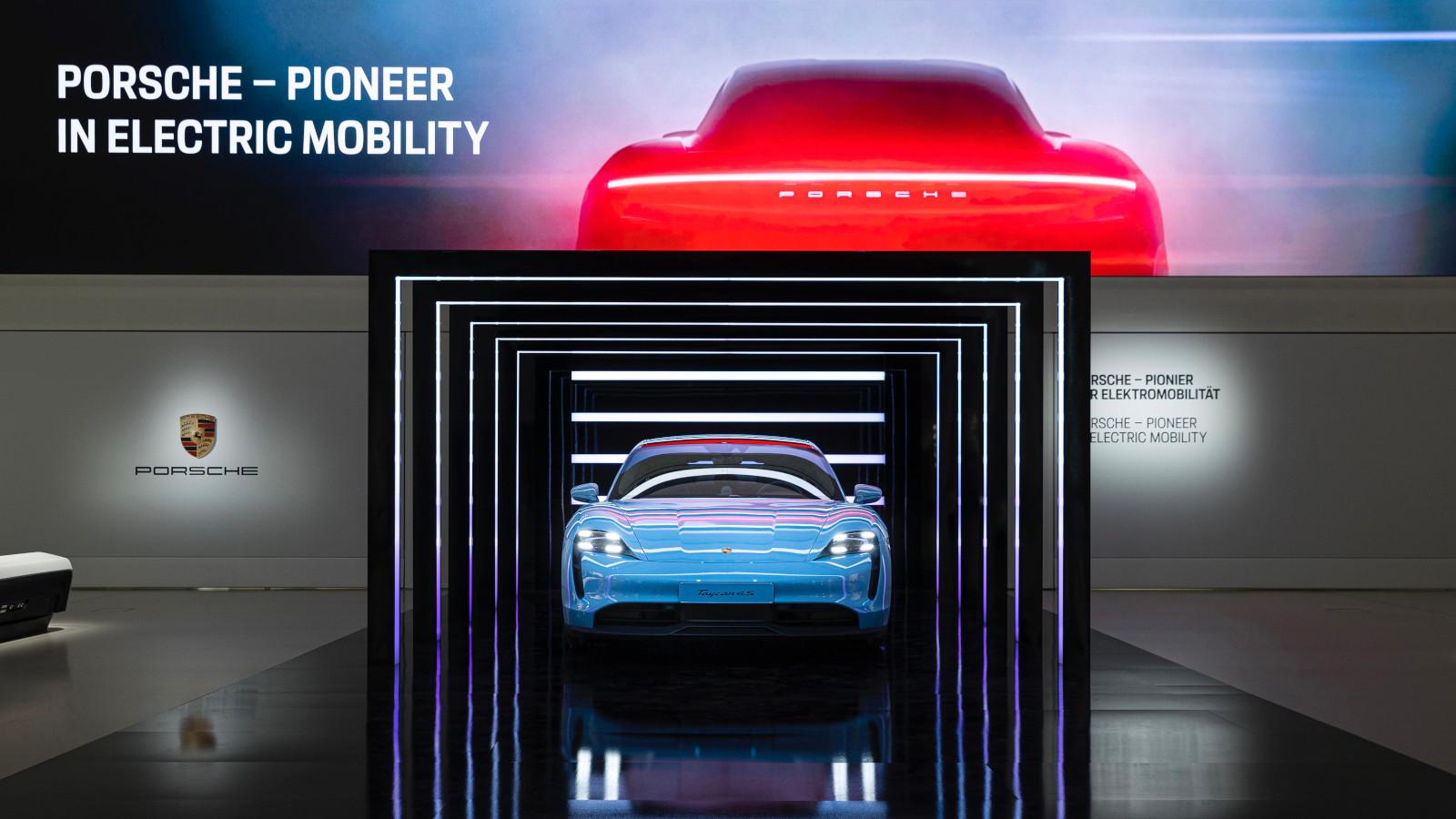 Porsche abre exposición de movilidad eléctrica en Berlín