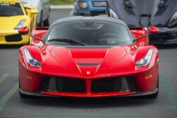 Ferrari_LaFerrari_Front_(17805613483)