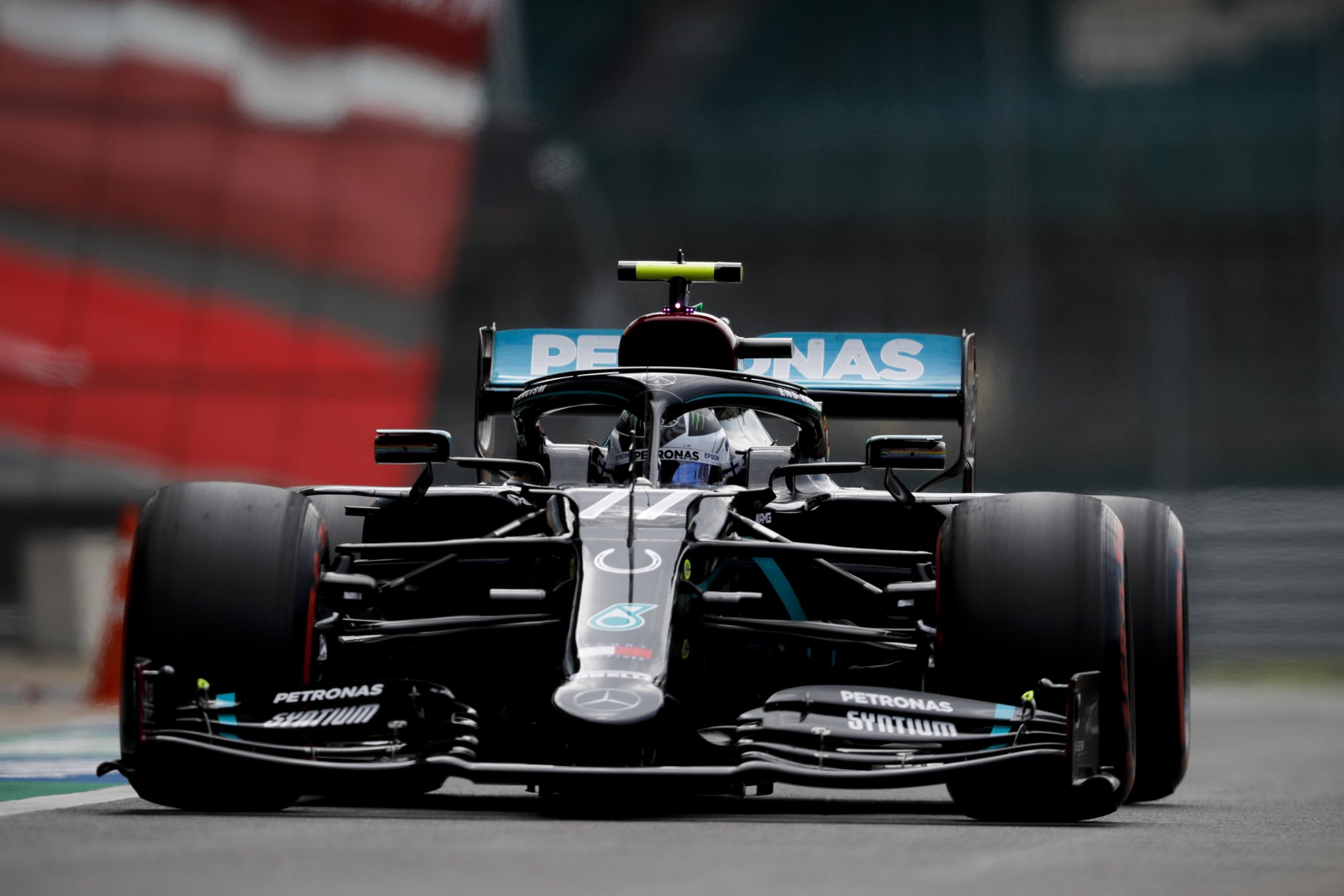 Bottas consigue la pole del GP del 70 aniversario