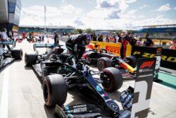 Lewis Hamilton consigue la pole y récord en Silverstone
