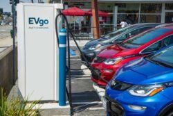 General Motors y EVgo incrementan cargadores en Estados Unidos