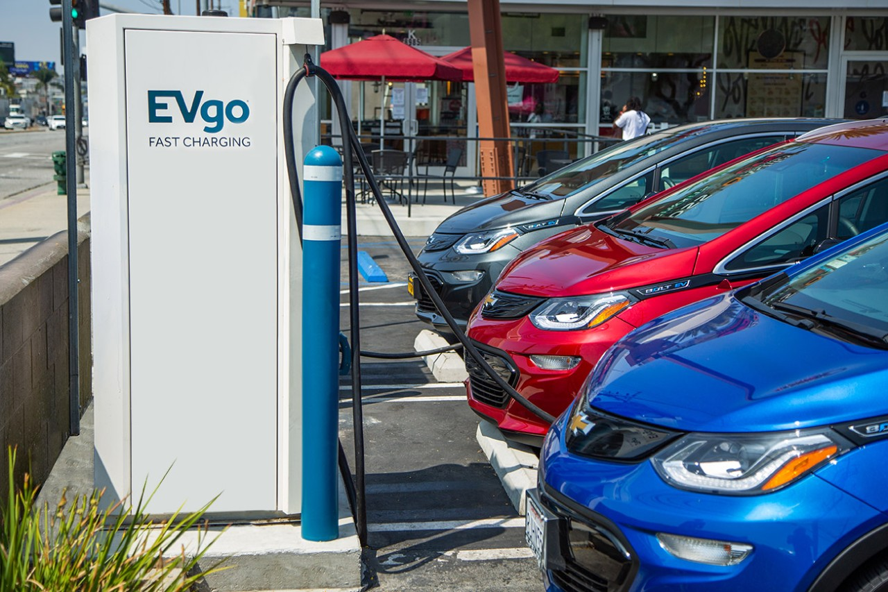 General Motors y EVgo incrementan cargadores rápidos en Estados Unidos
