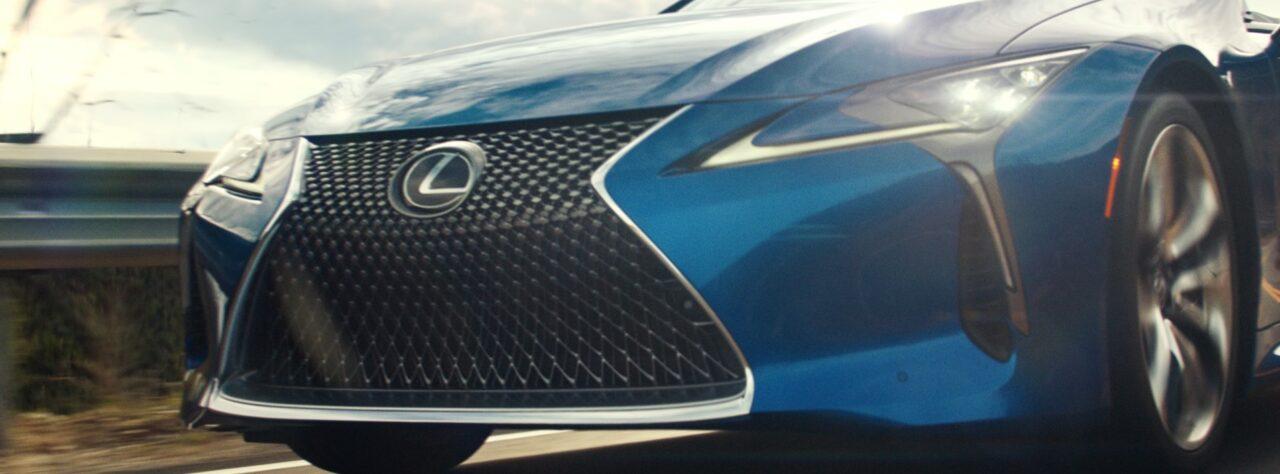 Lexus expresa la necesidad de salir, con un convertible